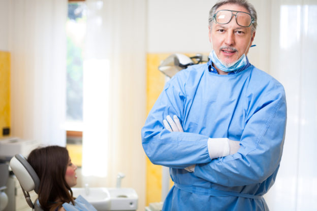 How to Choose a Dental Implant Surgeon